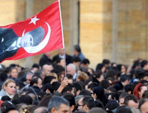 Atatürklü Türk Bayrağı Poster Kampanyası