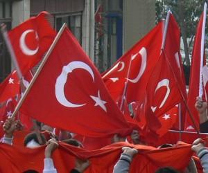 sopalı miting 1 mayıs yürüyüş türk bayrağı sendika bayrakları