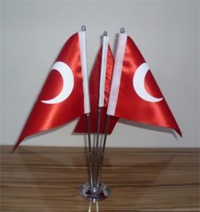 üç direkli masa bayrağı