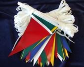 üçgen bayrak ipe dizili sıralı süsleme flama